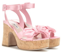Wedge-Sandalen aus Satin