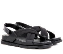 Sandalen aus Glatt- und Lackleder
