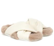 Sandalen mit Faux Shearling