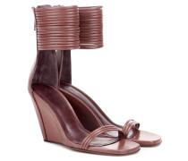 Keilabsatz-Sandaletten aus Leder