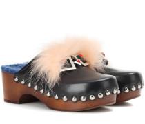 Verzierte Clogs aus Leder
