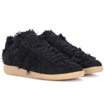 Sneakers aus Velourseder mit Fell
