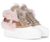Sneakers aus Veloursleder und Faux Fur