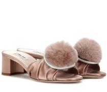 Sandalen aus Satin und Fell