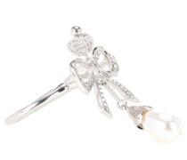 Ring mit Kristallsteinen und Perle