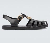 Sandalen mit Zierschnallen