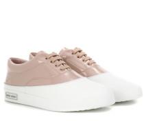 Sneakers aus Lackleder und Leder