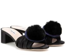 Sandalen aus Satin mit Fell