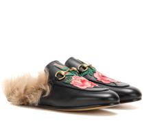 Bestickte Slippers Princetown aus Leder mit Lammfell