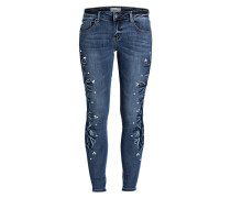 Jeans mit Stickereien - blau