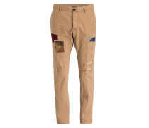 Destroyed-Chino Tidy-Fit mit Patches