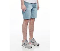 Line Shorts Awe in Regular Fit
