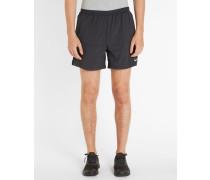 Schwarze Shorts 5' Distance