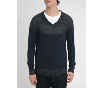 Blau-grauer Pullover mit V-Ausschnitt aus feinem Strick K-Aerostat
