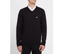 Schwarzer Pullover mit V-Ausschnitt und Logo an der Brust