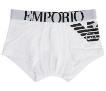 Weiße Pants mit Armani-Logo