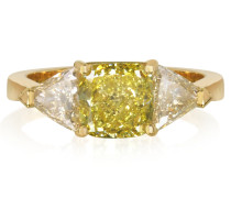 Goldener Ring mit Diamanten
