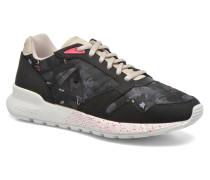 Omega X W Winter Floral Sneaker in schwarz