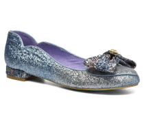 A GLITTERING ENTRANCE Ballerinas in blau