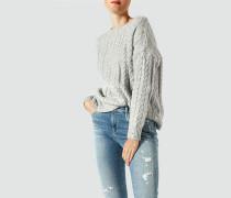 Pullover im Zopfstrickmuster