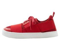 Sneakers mit perforiertem design