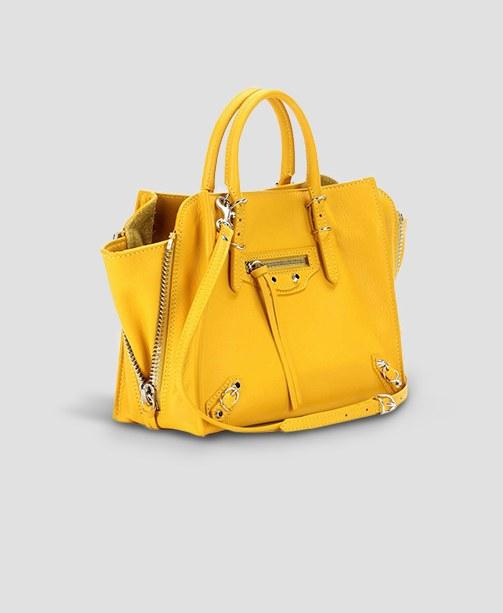Gelbe Tasche von Balenciaga
