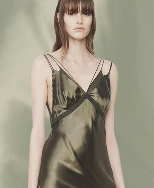 Slip Dresses: Der 90er Lingerie Modetrend ist...