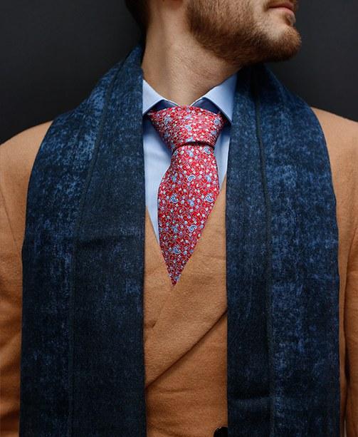 Mantel, Schal, Hemd, Krawatte